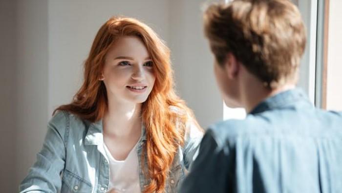 Alasan Pria Lebih Memilih Wanita Cerdas Dibanding Sekadar Cantik