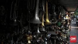 FOTO: Mati Suri Pasar Antik Jalan Surabaya Dihadang Corona