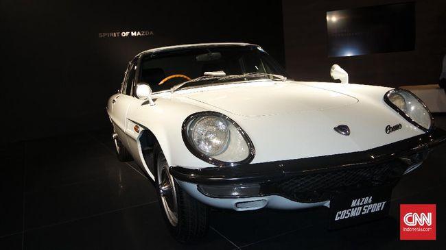 Sebelum Mazda berbenah menjadi produsen mobil terkenal, cikal bakal perusahaan dimulai dari 1920 sebagai produsen tutup botol anggur.