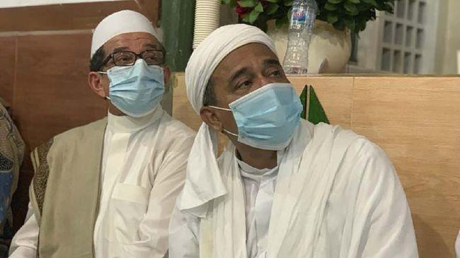 BNPB membagikan 20 ribu masker bagi massa yang akan datang ke acara peringatan Maulid Nabi Muhammad SAW sekaligus pernikahan putri Rizieq Shihab, Sabtu (14/11).