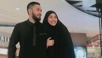 <p>Uki dan istri diketahui juga memiliki usaha baju muslim. (Foto: Instagram @methayuna)</p>