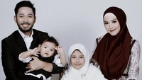 <p>Foto bersama buah hati tercinta, Thameika Ghaniyah Maryam dan Mohamad Khalil Al-Hikmah. (Foto: Instagram @methayuna)</p>