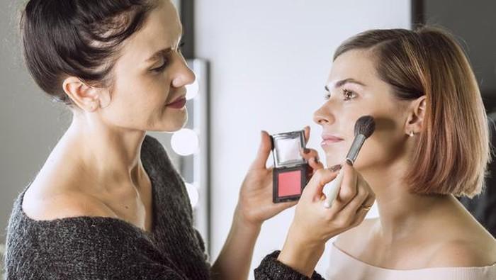 Cek Makeup Pouch Kamu, 5 Jenis Makeup Ini Cepat Kadaluarsa