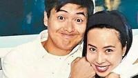<p>Sebelum menikah dengan Jasmine Tan, Chow Yun Fat pernah gagal menjalin rumah tangga. Untungnya, pernikahan aktor ini dengan istrinya yang sekarang berlangsung harmonis nih. (Foto: Instagram @chowyunfat_fanpage)</p>