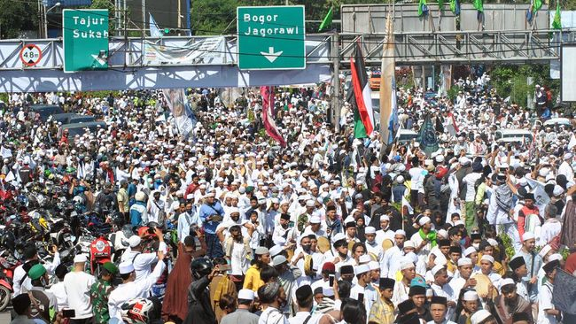 Sekretaris Daerah Kabupaten Bogor Burhanudin menjelaskan panitia kerumunan Rizieq Shihab di Megamendung, Bogor tak pernah meminta izin ke pihaknya.