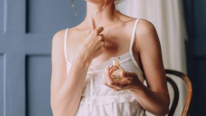Suka Beraktivitas di Luar Ruangan? Hindari Menggunakan 5 Jenis Aroma Parfum Ini ya!