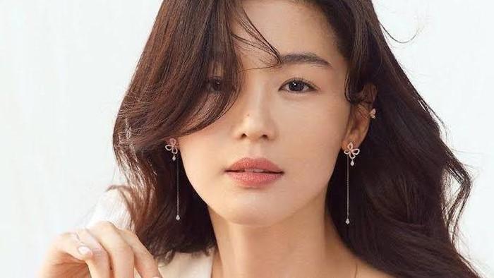 7 Selebriti Korea yang Mungkin Lebih Tinggi dari Dugaan