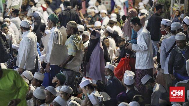Warga di kawasan Petamburan diberi akses mengikuti rapid tes massal yang digelar Polda Metro Jaya dan Kapendam Jaya menyusul klaster Petamburan kerumunan Rizik.