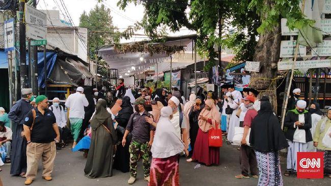 Ratusan warga Petamburan, Jakarta, yang tinggal tak jauh dari kediaman pimpinan FPI Rizieq Shihab disebut nonreaktif usai menjalani rapid test.