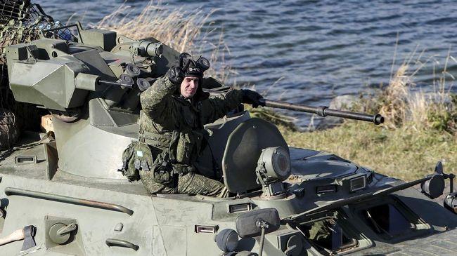 Rusia dan Ukraina mengadakan latihan militer serentak pada Rabu (13/4) di tengah tensi ketegangan kedua negara semakin memanas.