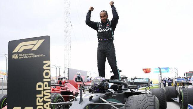 Pembalap Formula 1 Lewis Hamilton akhirnya resmi memperpanjang kontrak di Mercedes untuk musim balapan 2021.
