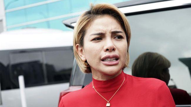 Nikita Mirzani dan Ustaz Maaher At-Thuwailibi alias Soni Eranata sempat bersitegang soal kepulangan Rizieq Shihab ke Indonesia pada November 2020.