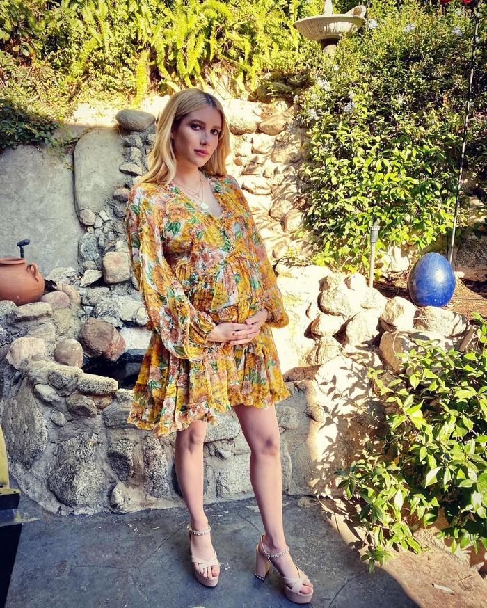 Emma Robert secara resmi mengkonfirmasi kabar kehamilannya pada akhir Agustus lalu melalui unggahan foto di Instagram. Sebelumnya, kabar kehamilan pemain dari American horror story ini sudah diberitakan oleh US Magazine pada bulan Juni. (Foto: Instagram.com/Emmaroberts)