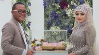 <p>Di momen pernikahannya, Sule memberikan mas kawin yang mewah pada Nathalie berupa uang tunai Rp200 juta, perhiasan emas 75 gram, dan seperangkat alat salat. (Foto: YouTube Rans Entertainment)</p>