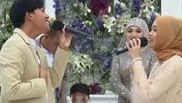 <p>Sule dan Nathalie mendapat persembahan lagu romantis dari anak-anak Sule, seperti Rizky Febian dan Putri Delina. (Foto: YouTube Rans Entertainment)</p>