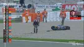 VIDEO: Sam Lowes Nyaris Tertimpa Motor di Moto2 Valencia