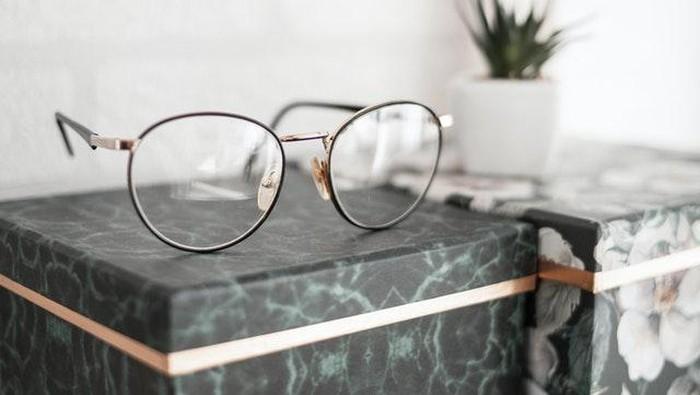 3 Tips Merawat Kacamata Agar Lebih Awet