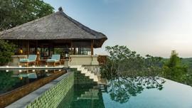 Menikmati Infinity Pool Pertama di Tengah Kedamaian Ubud