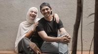 <p>Arya Saloka beberapa kali membagikan momen romantis bersama sang istri. (Fotp: Instagram @arya.saloka)</p>