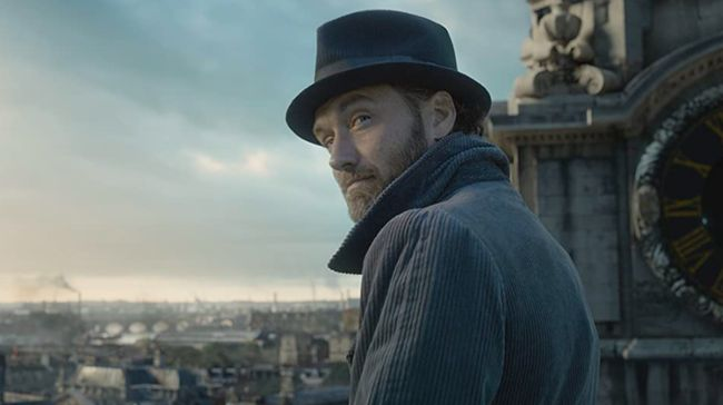 Pemeran Albus Dumbledore, Jude Law mengaku ia bersama anggota tim yang lain hanya bisa menghormati keputusan studio Warner Bros atas Johnny Depp.
