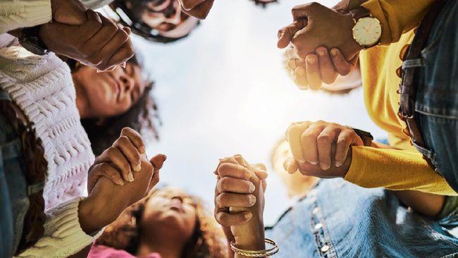 Toleransi adalah kemauan dan kemampuan untuk menghargai dan menghormati perbedaan yang ada pada pihak lain.