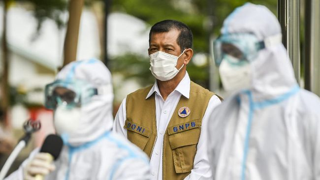 Kepala BNPB Doni Monardo menegaskan pembagian masker di Petamburan bukan bentuk dukungan terhadap acara Rizieq Shihab.