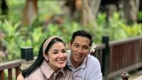 <p>Dari pernikahannya bersama Aska, Nindy Ayunda dikaruniai dua anak yang lucu dan menggemaskan. Semoga langgeng terus ya. (Foto: Instagram @nindyparasadyharsono)</p>