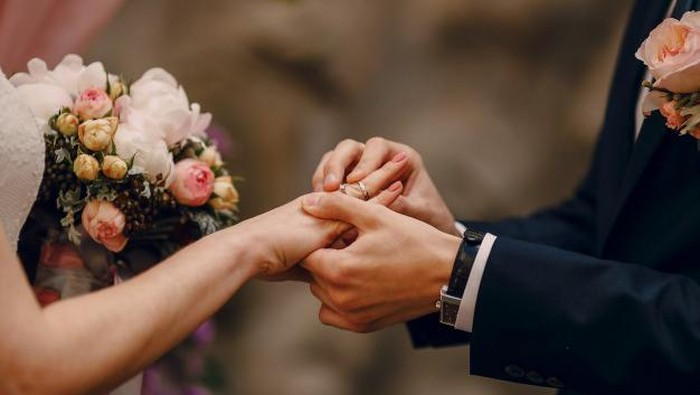 Sedang Menyiapkan Pernikahan? Siapkan Biaya Tidak Terduga dalam Budgeting Pernikahan