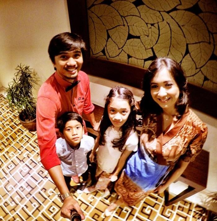 Duta sering kali membagikan momen liburannya yang sederhana dengan keluarga kecilnya yang terlihat sangat sederhana dan membahagiakan (Instagram/@pakduta).