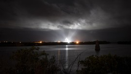 FOTO: SpaceX Berhasil Kirim 4 Astronaut ke Ruang Angkasa