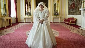 Pemeran Putri Diana Tersentuh Pangeran Harry Dukung The Crown