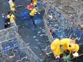 FOTO: Bentrokan Demonstran Thailand dengan Pendukung Raja