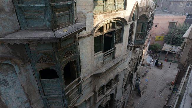 Pemerintah Kota Peshawar, Pakistan berencana memugar bangunan yang pernah menjadi kediaman dari dua bintang terkenal Bollywood.