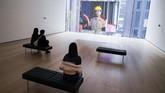 Museum kontemporer legendaris di New York, Museum of Modern Art, mulai membuka pintunya bagi pengunjung setelah beberapa bulan tutup akibat pandemi Covid-19.