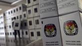 Kurang dari sebulan pemungutan suara Pilkada Serentak 2020, KPU di sejumlah daerah mempersiapkan logistik dari mulai melipat surat suara hingga kotak suara.