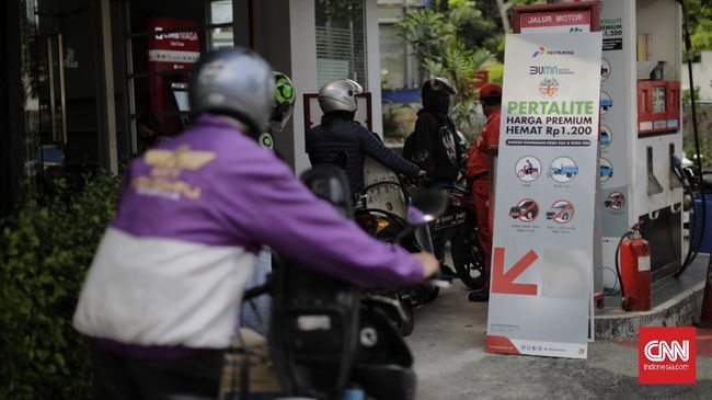 Harga BBM Pertalite turun menjadi Rp6.450 per liter atau setara premium di Jakbar, Jaksel, Jaktim, usai berlaku di Jakpus dan Jakut.