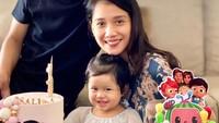 <p>Wishnutama dan Gista Putri merayakan ulang tahun pertama anak mereka ini. (Foto: Instagram @salimaputritama)</p>