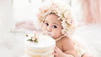 <p>Belum lama ini, Sada merayakan ulang tahun pertamanya. Mengenakan gaun berhias bunga, Sada tampak menggemaskan dengan kue ulang tahunnya. (Foto: Instagram @fitrop)</p>