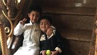 <p>Beberapa netizen juga mengatakan bahwa anak pedangdut Nassar ini sudah tampan sejak kecil. (Foto: Instagram @muzdalifah999)</p>
