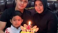 <p>Ini bukan kali pertama Falhan merayakan ulang tahun dengan Fadel Islami, Bunda. Di ulang tahun Falhan yang ke-6, Fadel juga mengunggah foto kebersamaan mereka. (Foto: Instagram @fadelislami_)</p>