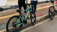 <p>Belakangan, Andi Soraya memiliki hobi baru, yakni bersepeda bersama teman-temannya. (Foto: Instagram @andisorayabeatrix)</p>