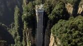 China memiliki lift luar ruangan tertinggi di dunia yang beroperasi di Taman Hutan Zhangjiajie.