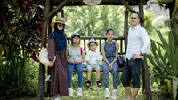 <p>Apabila ditelusuri dari foto-fotonya di media sosial, keluarga Rionaldo Stokhorst sangat menyukai wisata alam.(Foto: Instagram @rio.stokhorst)</p>