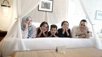 <p>Aktor berdarah Sunda Belanda ini adalah sosok family man. Foto-fotonya di media sosial didominasi foto keluarga.(Foto: Instagram @rio.stokhorst)</p>