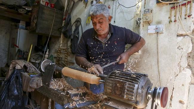 Kota Karbala, Irak tidak hanya dikenal sebagai situs ziarah religi, tapi juga dengan kerajinan pipa kayu tradisional yang kerap digunakan untuk shisha.