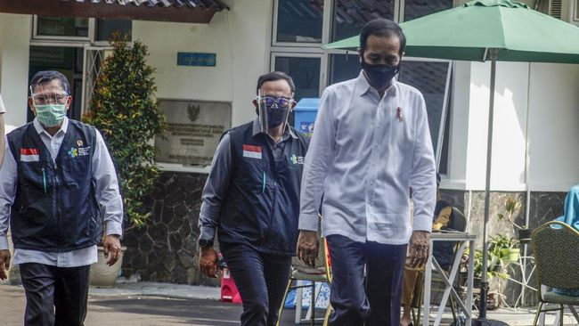 KSP menyatakan Presiden Jokowi menekankan prinsip kehati-hatian dalam mengimplementasikan vaksinasi kepada masyarakat.