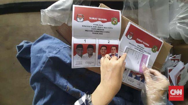 Timses paslon Akhyar Nasution-Salman protes karena foto mereka di surat suara lebih gelap dibanding Bobby Nasution-Aulia Rachman.