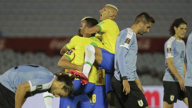 Timnas Brasil mengalahkan Uruguay 2-0 dalam laga lanjutan Kualifikasi Piala Dunia 2022 yang diwarnai kartu merah untuk Edinson Cavani.