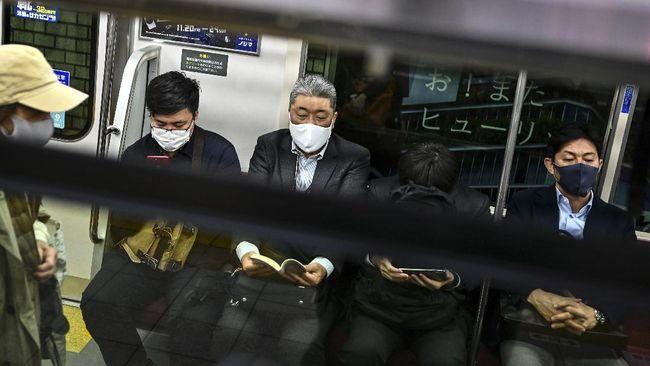 Jepang laporkan 2.000 kasus harian Covid untuk pertama kali hingga Raja Malaysia batalkan pemilu di Sabah demi cegah corona, ramaikan berita internasional.