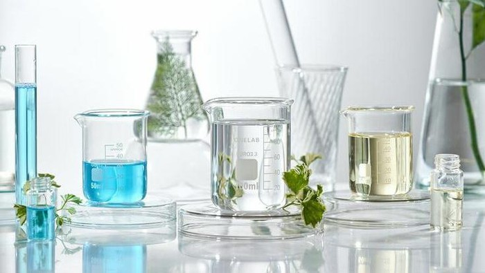 Kulit Sensitif Sebaiknya Perhatikan Produk Kecantikan yang Mengandung Bahan-Bahan Kimia Ini!